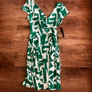 NWT Maggy London green and white surplus wrap